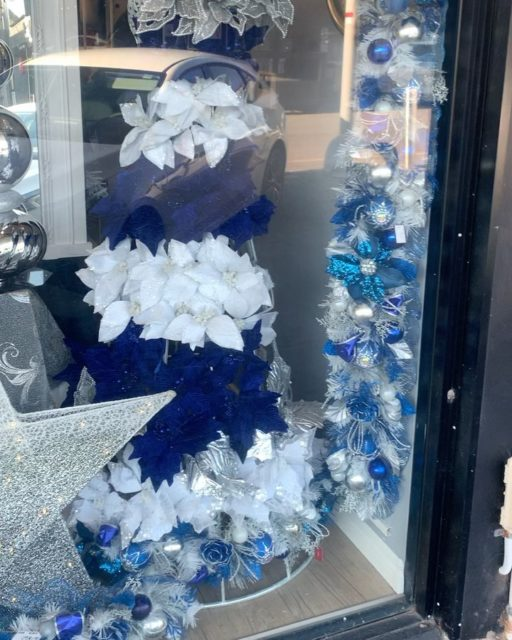 Have you popped down to Napoleon Street to see our new Christmas windows?!🤩 Whether you're doing a traditional Christmas this year or want to try something new we have you sorted! Visit us in store to get into the festive spirit! ✨🎅🏼#beautifuleragifts #beautifuleragiftscottesloe #cottesloe #cottesloevillage #christmas #christmastree #christmasdecor #christmasdisplay #traditionalchristmas #santa #perth #perthgiftshop #perthgiftstore #wreath #christmasinperth