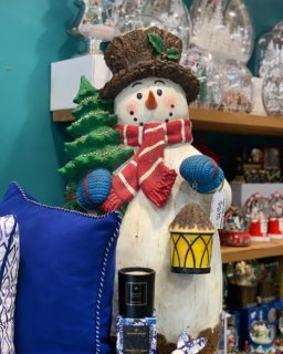 Snowman are definitely the crowd favourite this year and we're down to our last 3, like this gorgeous guy and he even lights up! Pop in store to shop all things Christmas! 🎄 #beautifuleragifts #beautifuleragiftscottesloe #cottesloe #cottesloe_wa #cottesloevillage #snowman #christmasaustralia #christmas #christmasdecorations #christmasdecor #giftideas #perthgiftshop #perthgiftstore